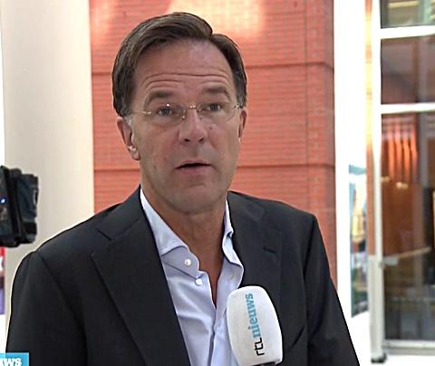 RTL filmt geïrriteerde Mark Rutte: 'Gewoon bek houden'