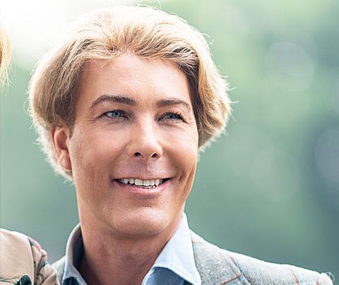 Weekblad Privé publiceert foto van Rogier zónder pruik